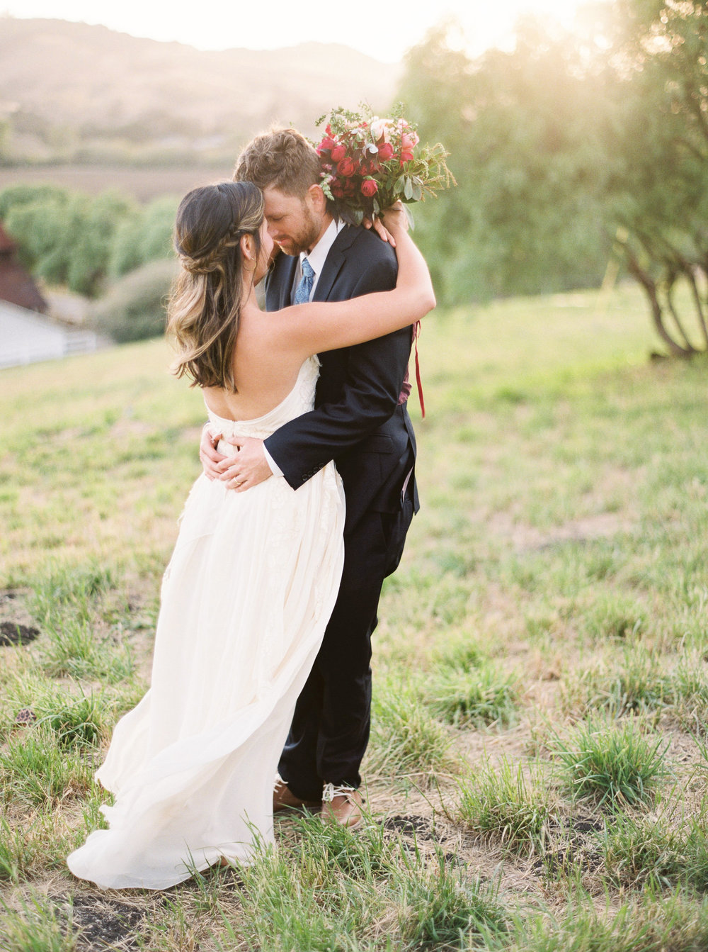 WilderFloralCo_LateSummerHarvest_GreengateRanch_BrideAndGroomAtSunset