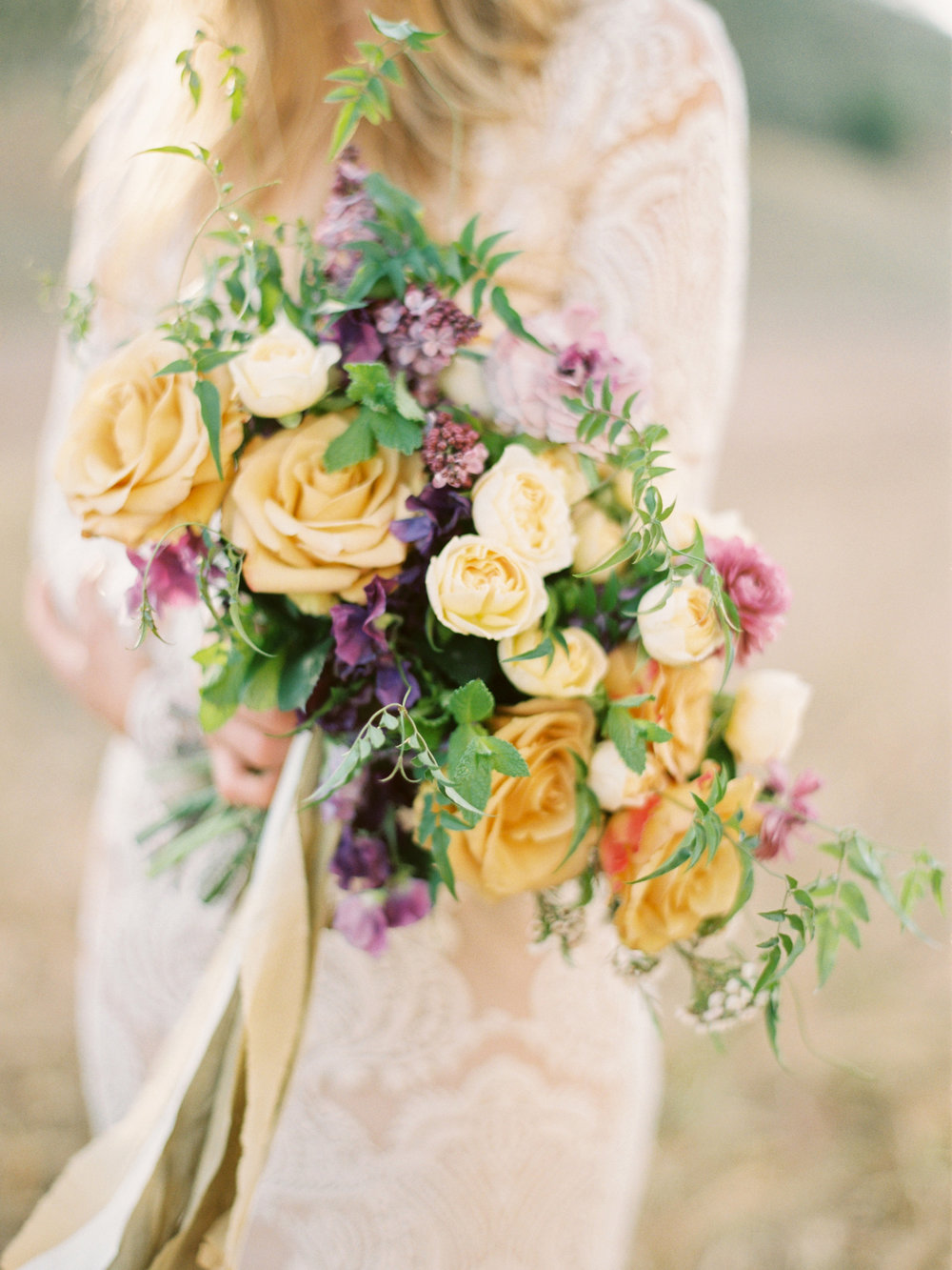 Image by Ashley Ludaescher  / Florals by Wilder Floral Co. ©