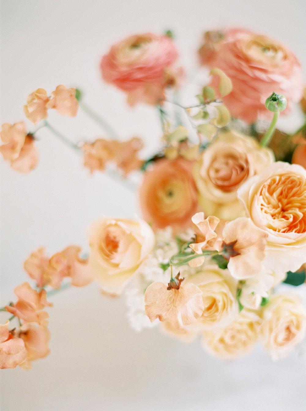 RoseGoldMinimalBeauty-AshleyLudaescherPhotography-0004.jpg