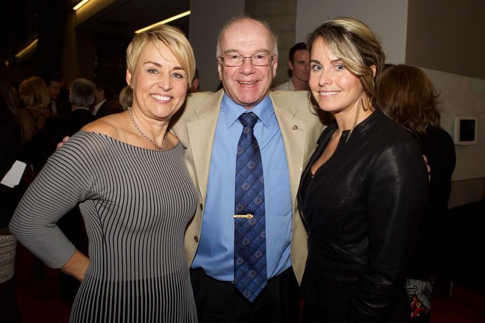 Sylvie Bernier en compagnie de son entraîneur de l'époque Donald Dion et de l'olympienne Annie Pelletier.