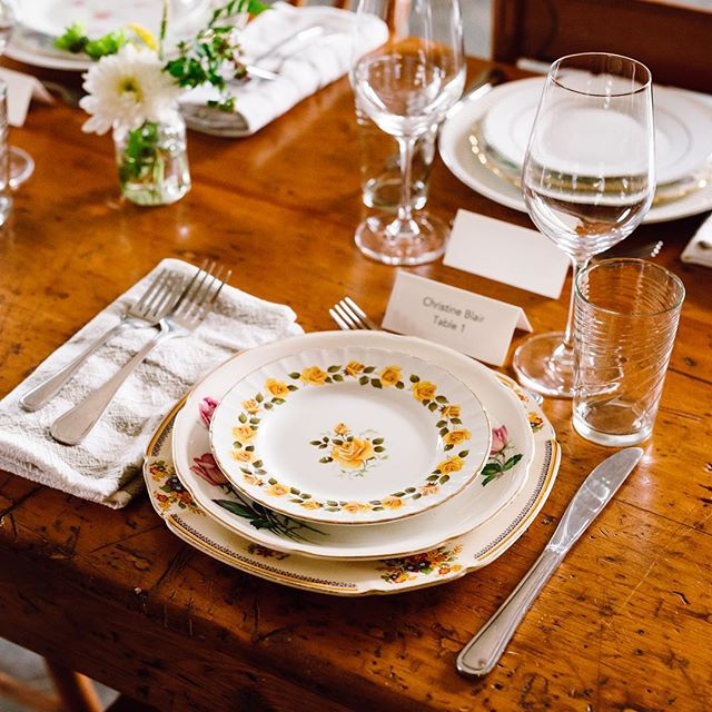 I love photographing details and interiors so this reception setup at @grangewinery was a special treat! Their collection of perfectly mismatched vintage furniture and tableware was ON POINT and I let out a gasp of excitement when I entered the room. . This weekend @workerbeesupply is photographing a home interior and it's always a pleasure to have the opportunity to shoot alongside Eugen and create a series of images together. I'm looking forward to shooting more interiors this year as well, so if anyone needs a space photographed please don't hesitate to get in touch! 🙋🏻‍♀️ . #interiorphotography #detailphotography #torontointeriorsphotography #vintageinteriors #thatsdarling #vintageplates #winerywedding #weddingdetailshots