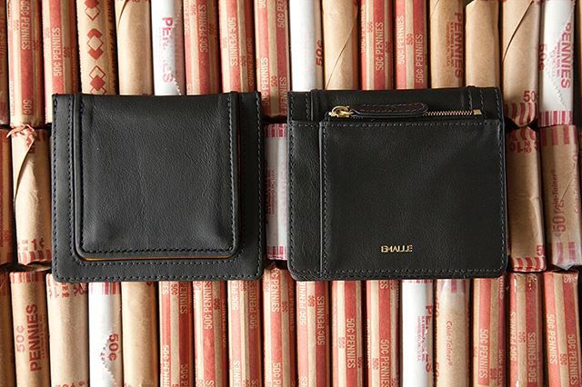 Dinero holders. . . . . . . .#designer #wallets #leather #sale #style #fashionistas #chic #emalle.ny #shopsmall #mothersday #momsgifts