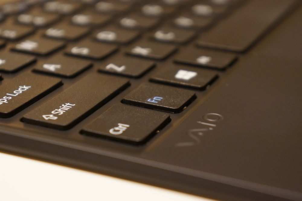 The isolation keyboard design first introduced by the Sony VAIO X505 in 2004 is carried over.