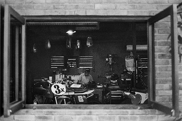 @deuscustoms garage. Shot with a 63 years old #leica and #kodakfilm. Developed in my b̶a̶t̶h̶r̶o̶o̶m̶ Supralab as usual.