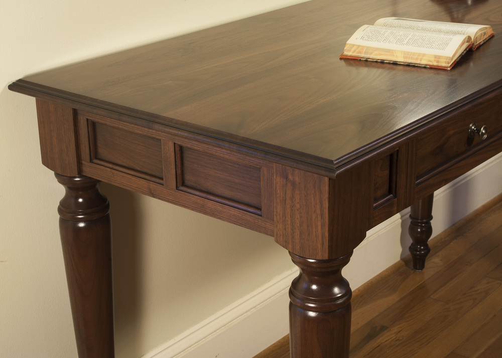 Traditional-Turned-Leg-Desk-Design.jpg