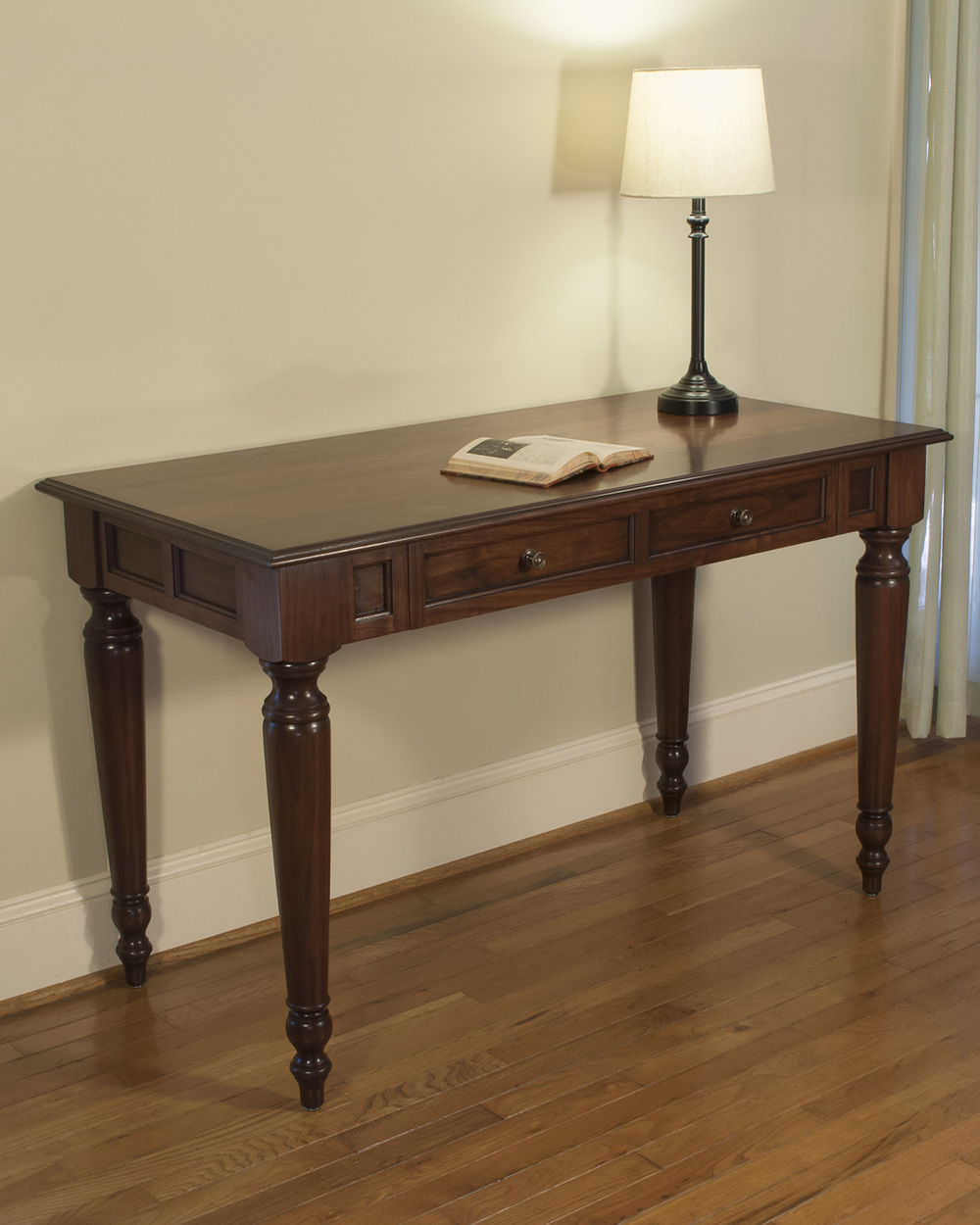 Traditional Designer Furniture: Atlanta, GA Custom Desk & Office Furniture Design