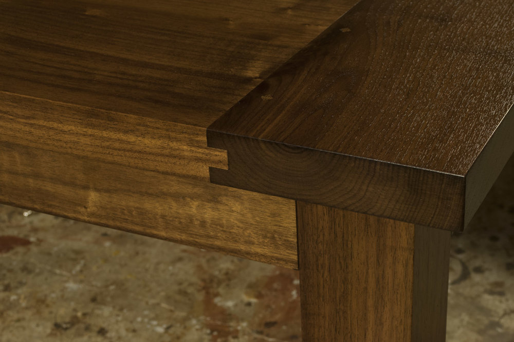 Contemporary-Walnut-Dining-Table-detail-web.jpg