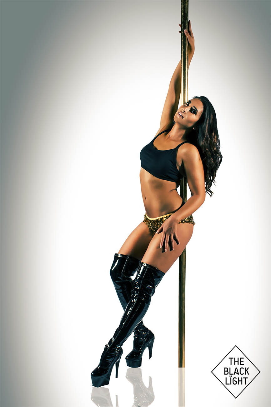 The Black Light - Sydney Pole Cazara 3272 SMALL.jpg