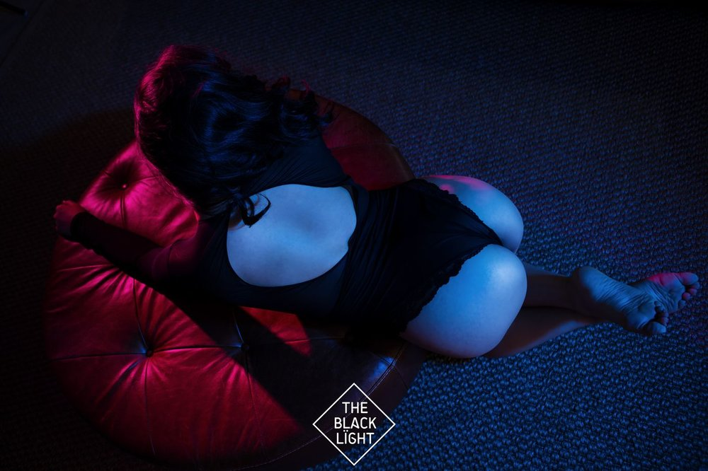 The Black Light - JIA LOREN - AF5T0689 small  .jpg