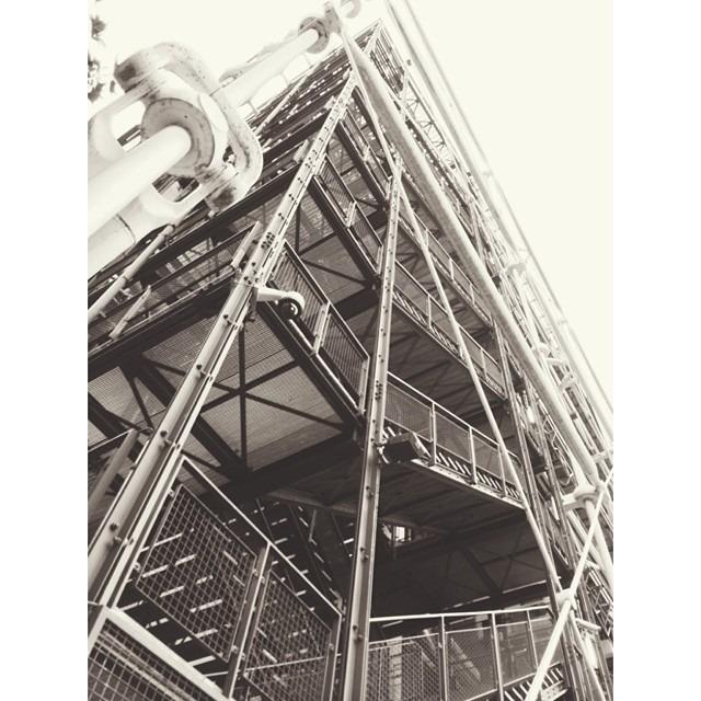 #pompidou #paris #vscocam X4 #blackandwhite #bw #building #architecture #instasize