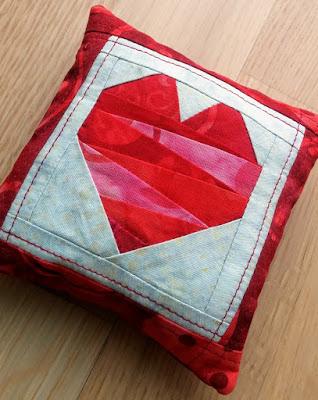Turid's Mini Love challenge quilt 1