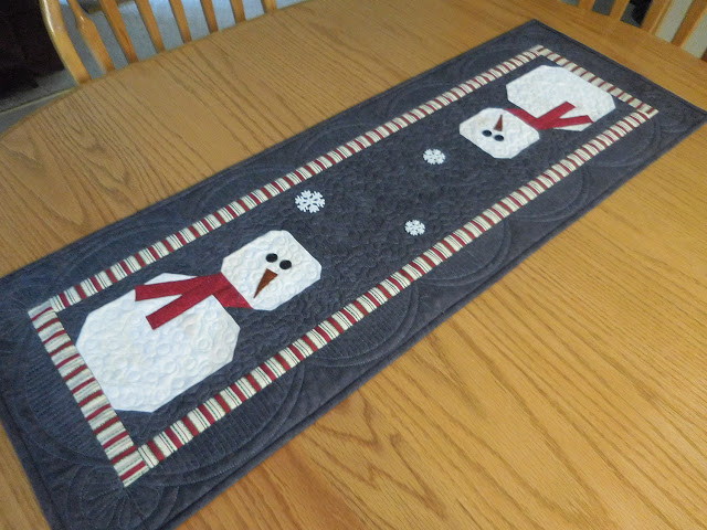 Vicki snowman table runner.JPG