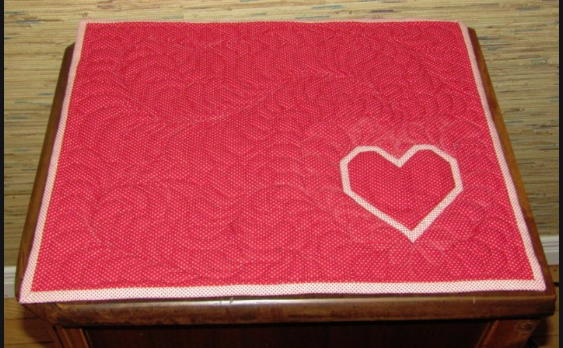 QuiltE KISS valentine topper.JPG