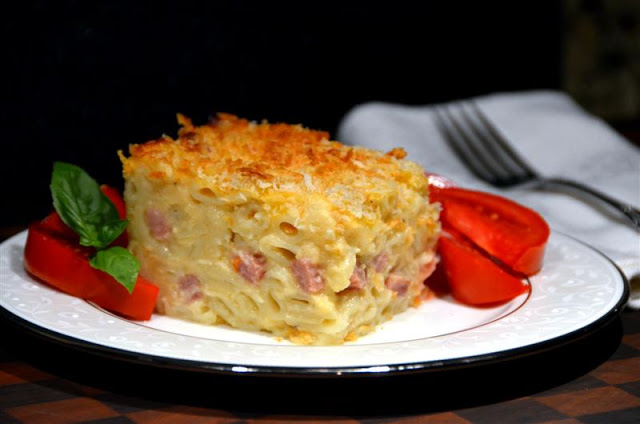 Ham and cauliflower macaroni and cheese - butteryum.  skinny baked macaroni and cheese.  light mac and cheese with ham recipe.