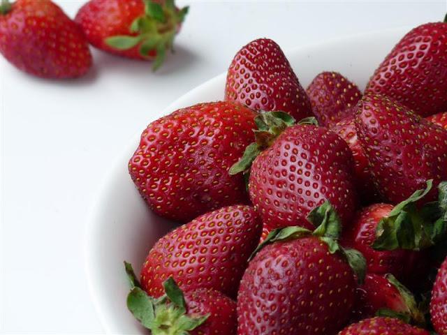 Strawberry Muffins - ButterYum