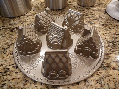Mini gingerbread houses, Snowy Village Cakelet Pan Williams-Sonoma ButterYum