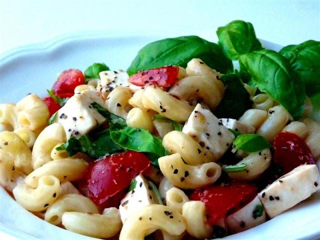 Caprese pasta salad - ButterYum