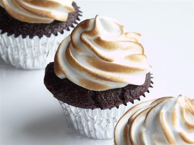 Chocolate Cupcakes with Toasted Marshmallow Frosting - ButterYum. smores cupcake recipe. chocolate cupcakes with marshmallow frosting. s'mores cupcake recipe.
