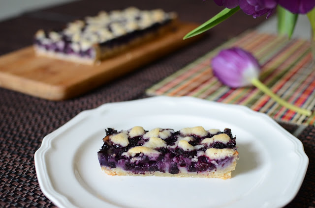 Blueberry Crumb Tart - ButterYum. recipes for a rectangular tart pan. rectangle tart pan recipe. blueberry crumb tart recipe. blueberry recipe. recipe for blueberries. blueberry tart recipe. elegant tart recipe.