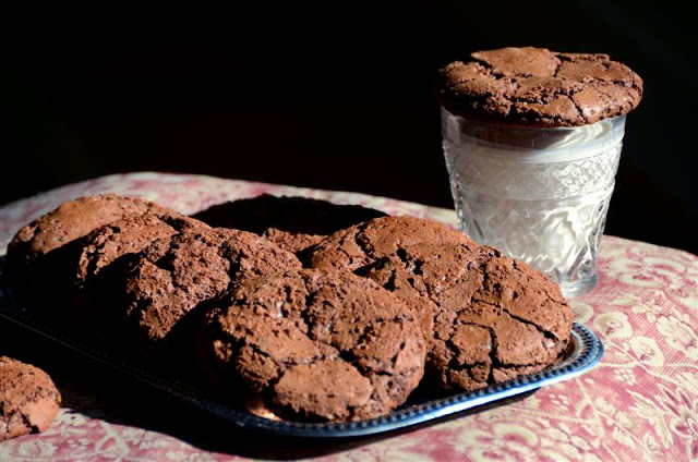 giant chocolate toffee cookies - ButterYum.