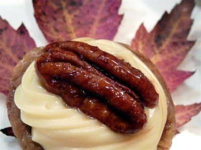 Mini Pecan Tarts Topped with Mascarpone and Glazed Pecans - ButterYum.  pecan tassie recipe iwth mascarpone and glazed pecans.