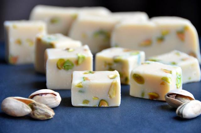 Bailey's Irish Cream and Pistachio Fudge - ButterYum