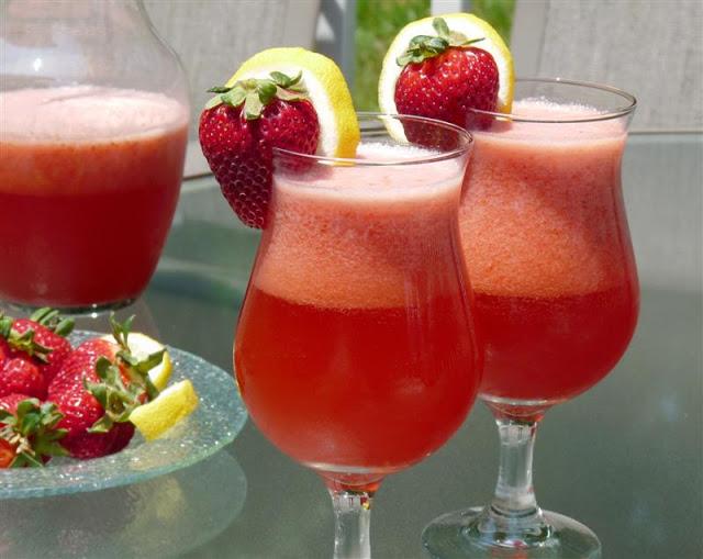 strawberry lemonade - ButterYum. How to make strawberry lemonade. Lemonade with strawverries.