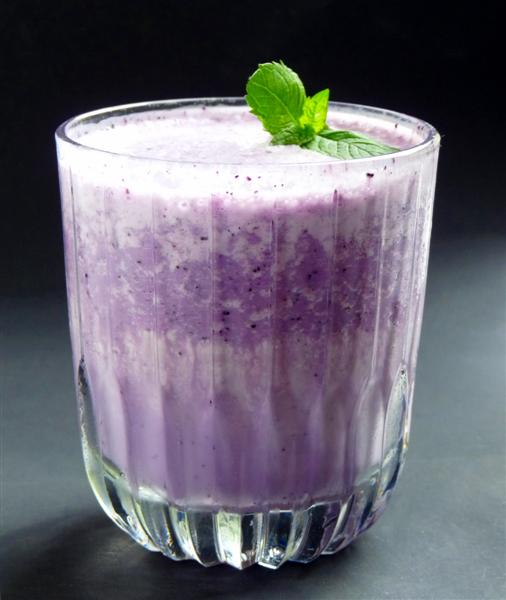 blueberry dessert smoothie - ButterYum.  blueberry smoothie recipe.  blueberry dessert recipe.  blueberry drink recipe.   blueberries and cream smoothie recipe.