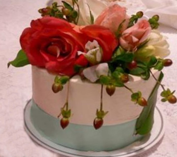 rose hips wedding cake