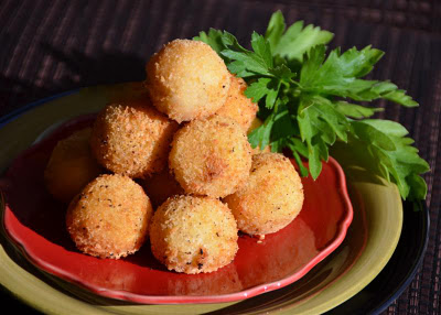 Fried Mozzarella and Mashed Potato Balls - ButterYum