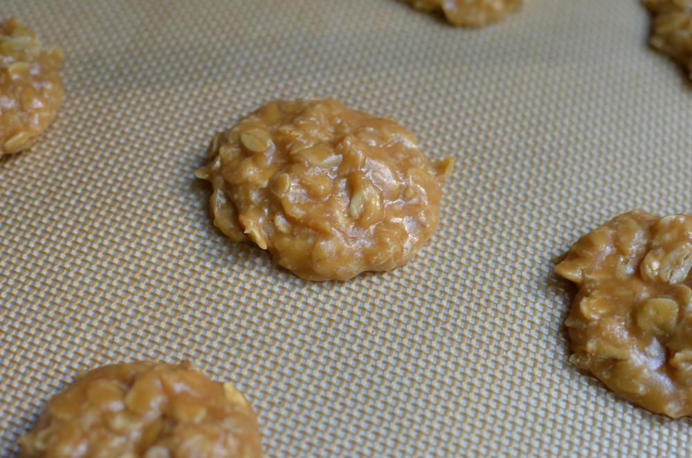 No-Bake Biscoff Cookies - ButterYum — Biscoff recipes.  biscoff cookie recipe.  no bake cookies that aren't chocolate.  no bake cookie recipe without peanut butter.  how to make biscoff cookies.  easy no-bake cookies without peanut butter.   no bake cookie recipes.  biscoff cookies.  no-bake biscoff oatmeal cookies.