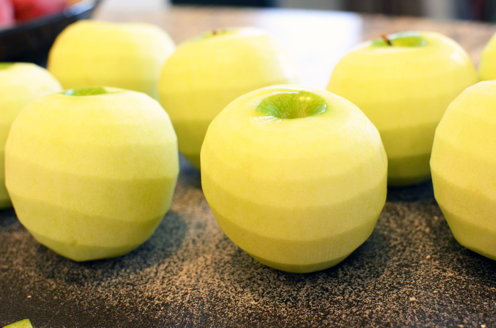 I peeled all these apples in about 2 minutes flat.  Apple pie, here I come - love this little gadget!!