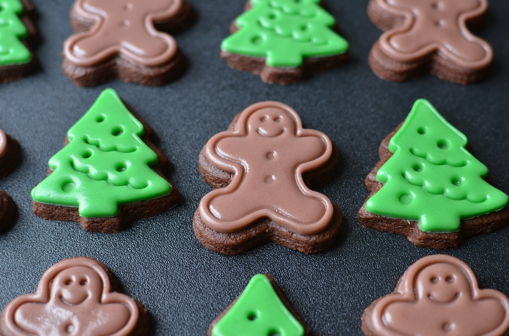 Christmas Cookie Cutouts (No Futzing with Frosting) - ButterYum.   the easiest christmas cookies ever.  homemade decorated christmas cookies.