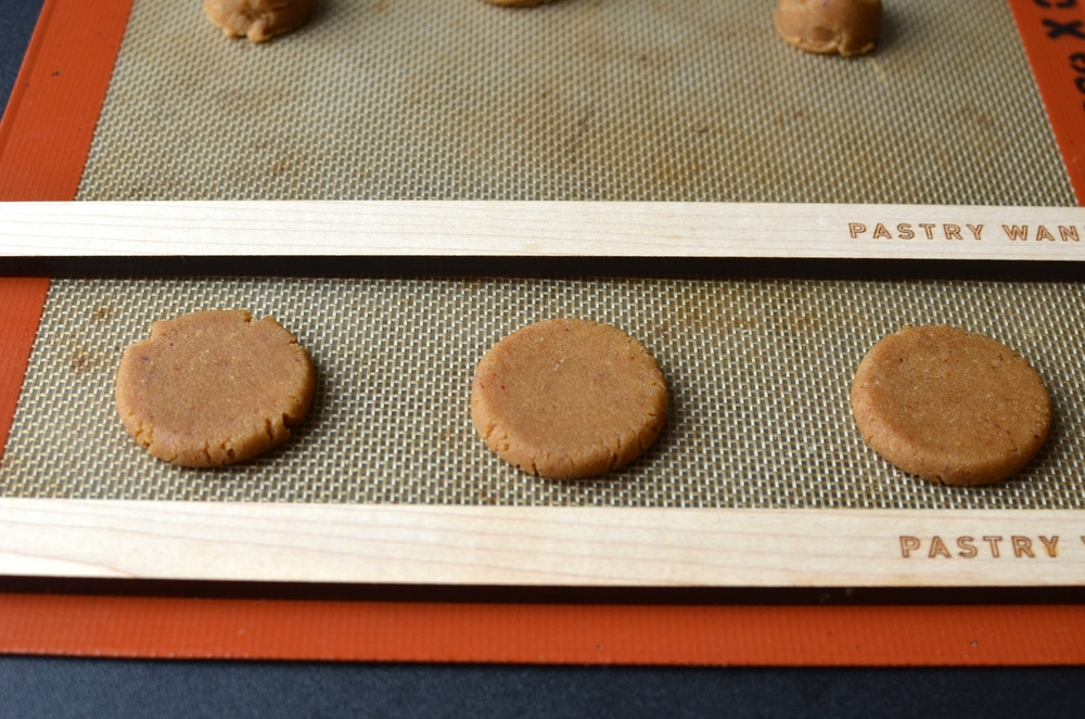 Ta-da.  Do you see how thecookie on the left has some cracks around the edges, the one in themiddle is just starting to crack, and the one on the right has no cracks? That's because I tried to take a shortcut byflattening 3 at a time. For best results (smooth edges), roll and flatten the cookies one at a time.
