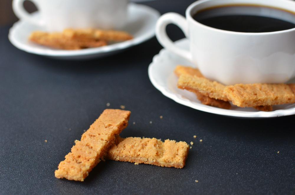 Bruna Kakor (Swedish Brown Cookies) - ButterYum