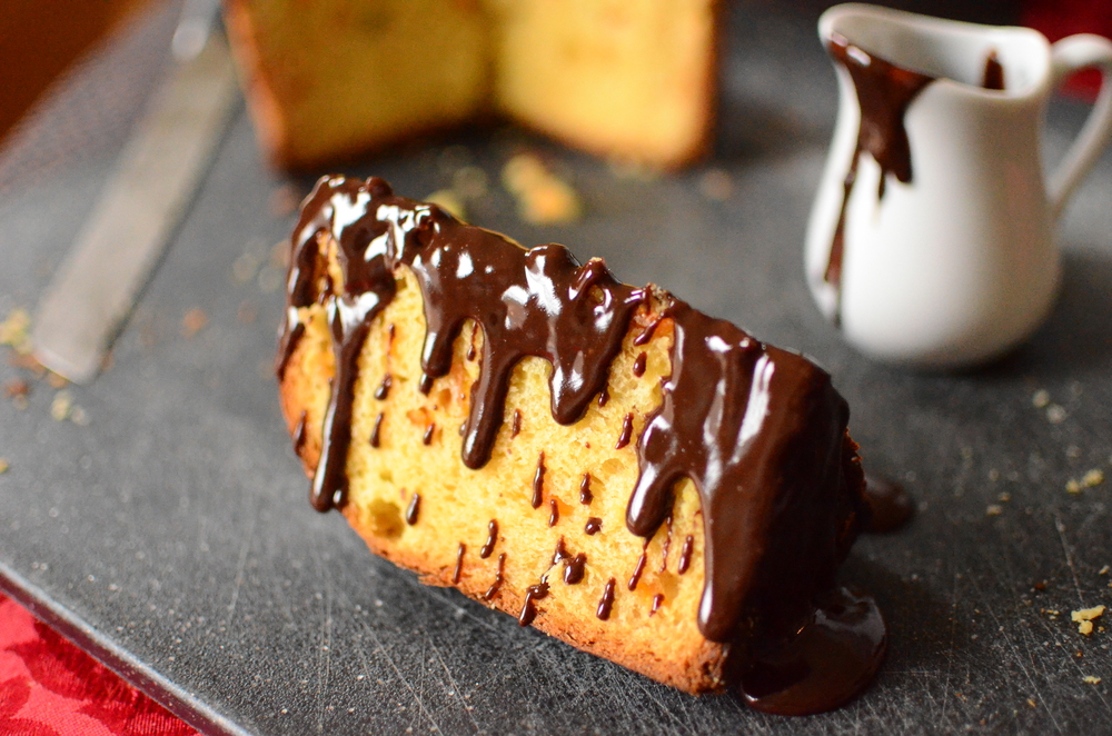 Golden Orange Panettone with Chocolate Sauce - ButterYum