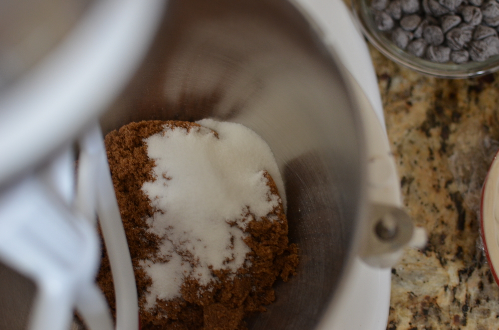 In the bowl of a stand mixer fitted with a flat beater, combine the sugars.