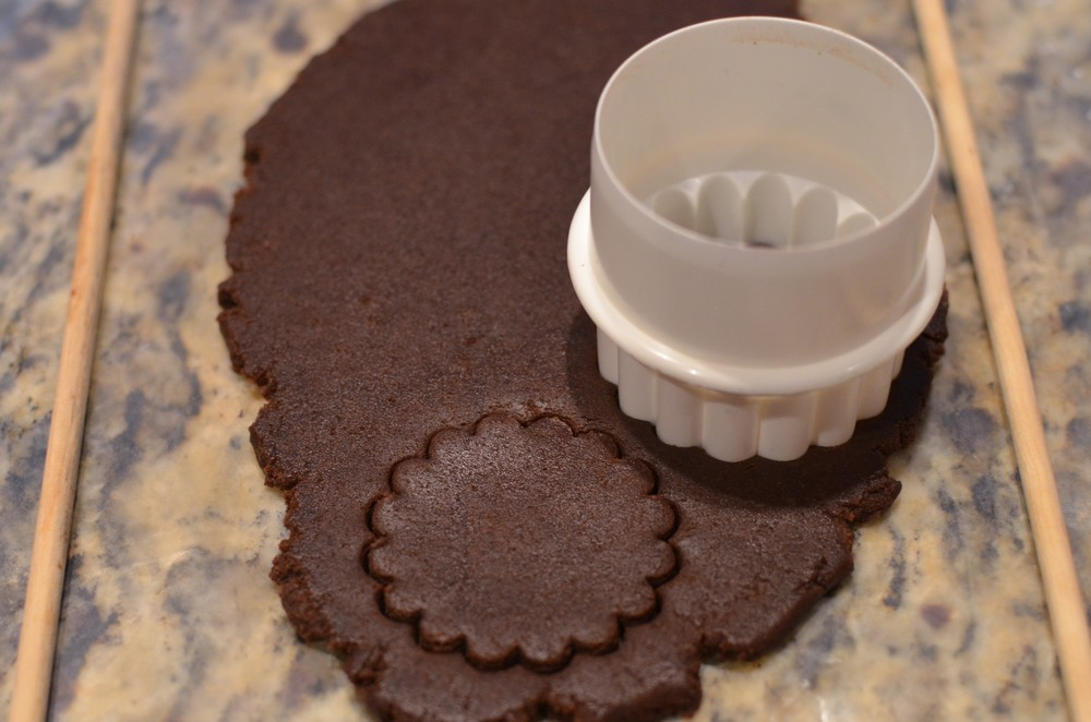 Cut cookie shapes using scalloped cutter.  Keep the bottom half of each sandwich cookie plain like this.