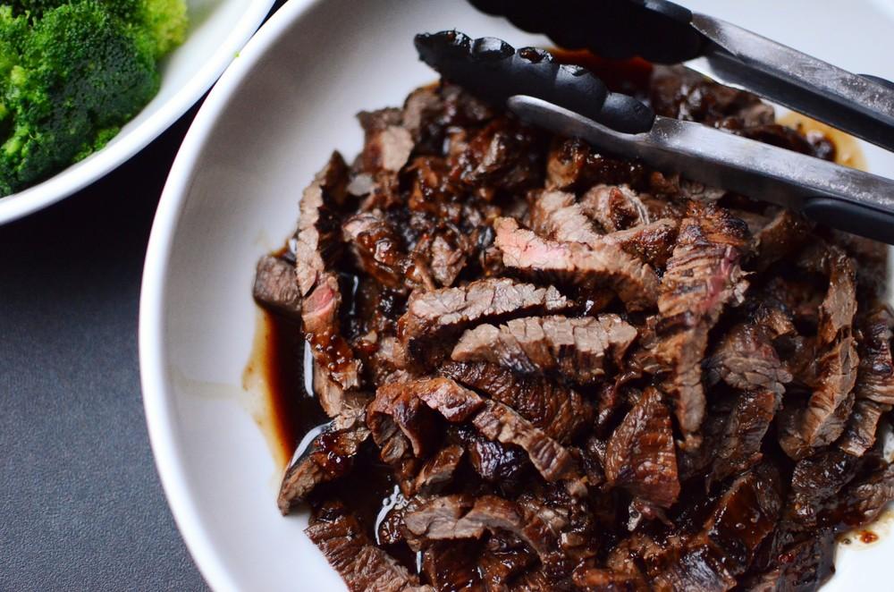 Balsamic Marinated Skirt Steak - ButterYum.  how to cook skirt steak.  what to do with skirt steak.  skirt steak recipes.  recipe for skirt steak.  skirt steak fajitas.  skirt steak for tacos.