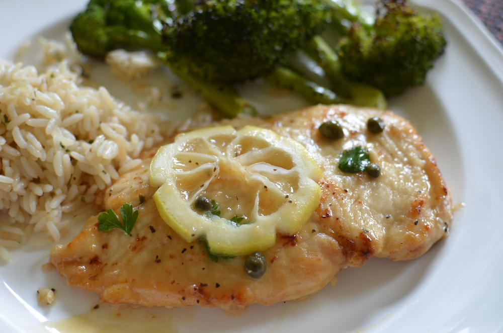 Chicken Piccata - ButterYum.  chicken with lemon and butter.  chicken breast recipes.  boneless skinless chicken breast recipes.  chicken breast dinner ideas.  chicken breast on the stovetop.  how to cook chicken breast on stove.  how to cook chicken breast in skillet.  simple chicken piccata recipe.  chicken piccata sauce.  Italian chicken recipe.  lemon chicken recipe.  lemon butter chicken recipe.