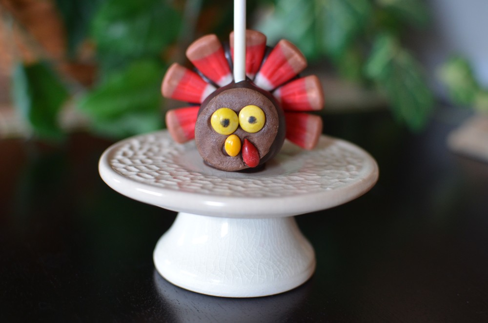 Thanksgiving Turkey Cake Pops - ButterYum.  How to make thanksgiving cake pops.  how to make turkey cake pops.  cute thanksgiving cake pops.  cake pop tutorial.  how to make cake pops.