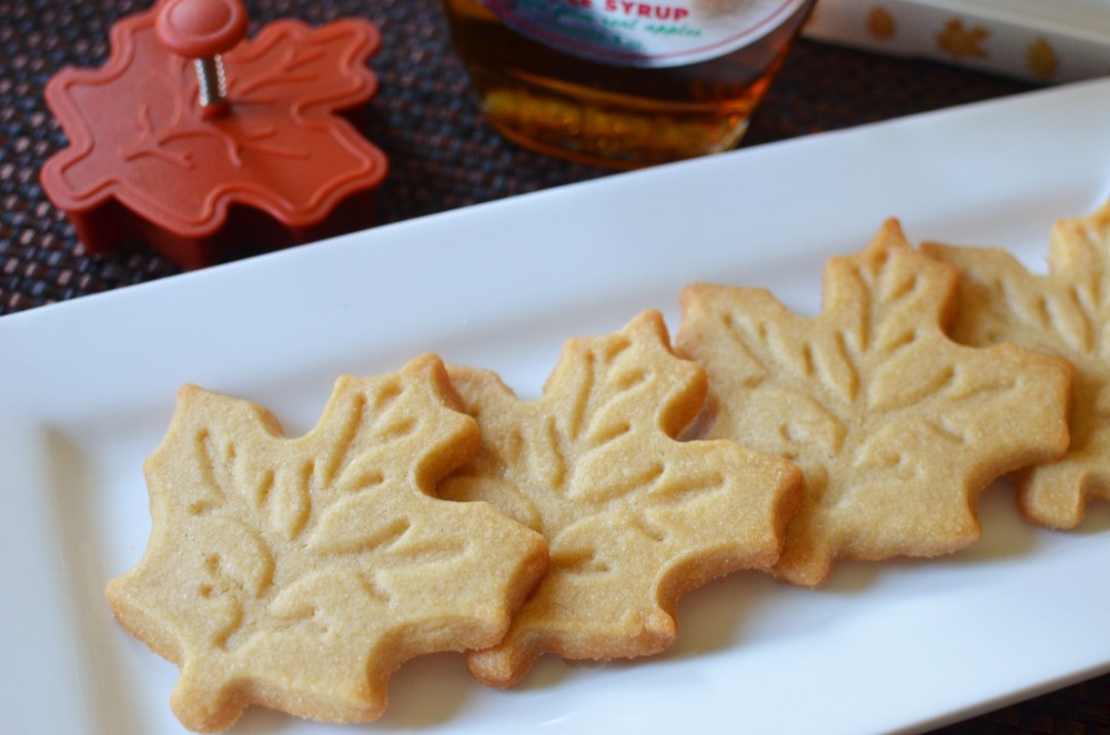 Maple Leaf Cookies - ButterYum