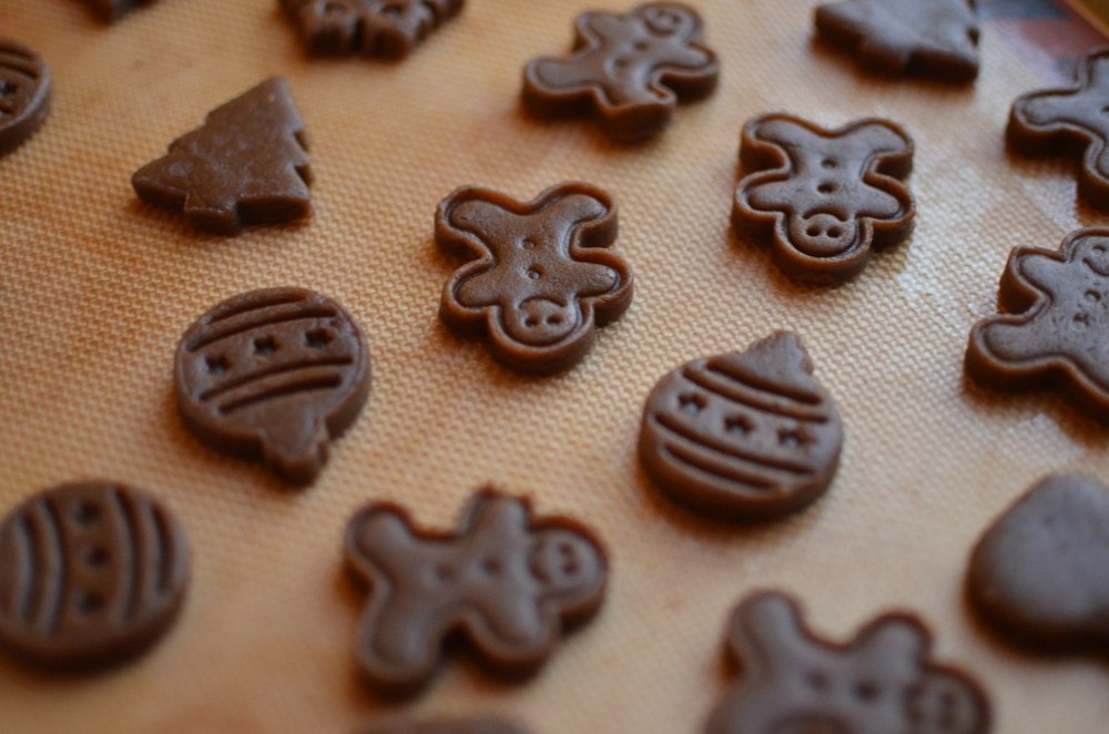 The Best Little Gingerbread Cookies Ever - ButterYum.  easy gingerbread cookie dough.  the best gingerbread cookie dough recipe.  how to make gingerbread cookies from scratch.  make ahead gingerbread cookie recipe. cooked gingerbread cookie dough recipe.