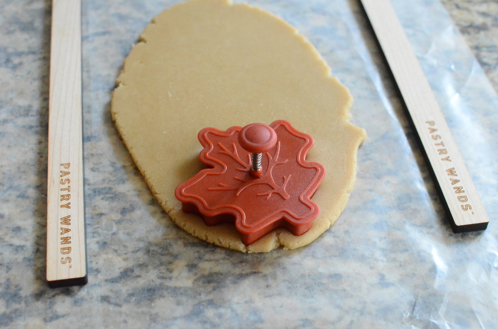 maple leaf cookie recipe and tutorial - lots of how-to photos - thanksgiving cookies - thanksgiving desserts