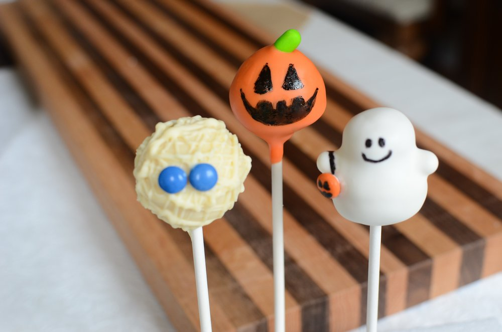 how to make halloween cake pops, recipe and how-to photos