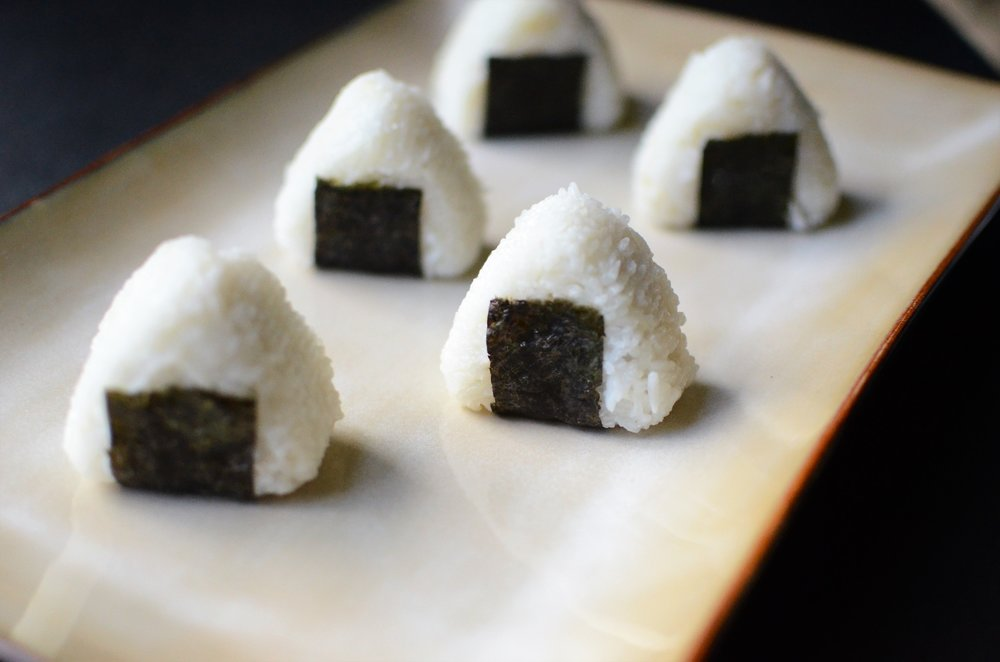 Onigiri - ButterYum. how to make Japanese rice balls. stuffed rice balls. onigir recipe. rice balls stuffed with savory filling recipe. Japanese recipe. japanese rice recipe.