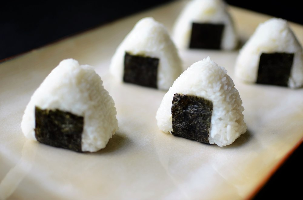 how to make onigiri, o-musubi, nigirimeshi (japanese rice balls) - recipe with how-to photos