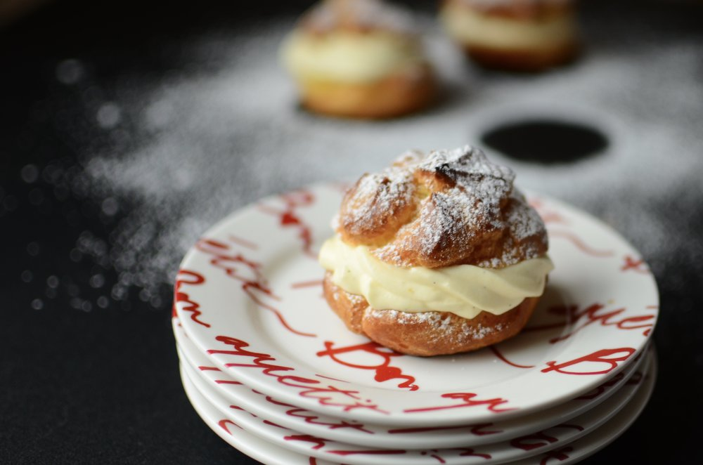 how to make cream puffs from scratch. pastry puffs, pate a choux filled with creme patisserie, how to make cream puffs. cream puff recipe.