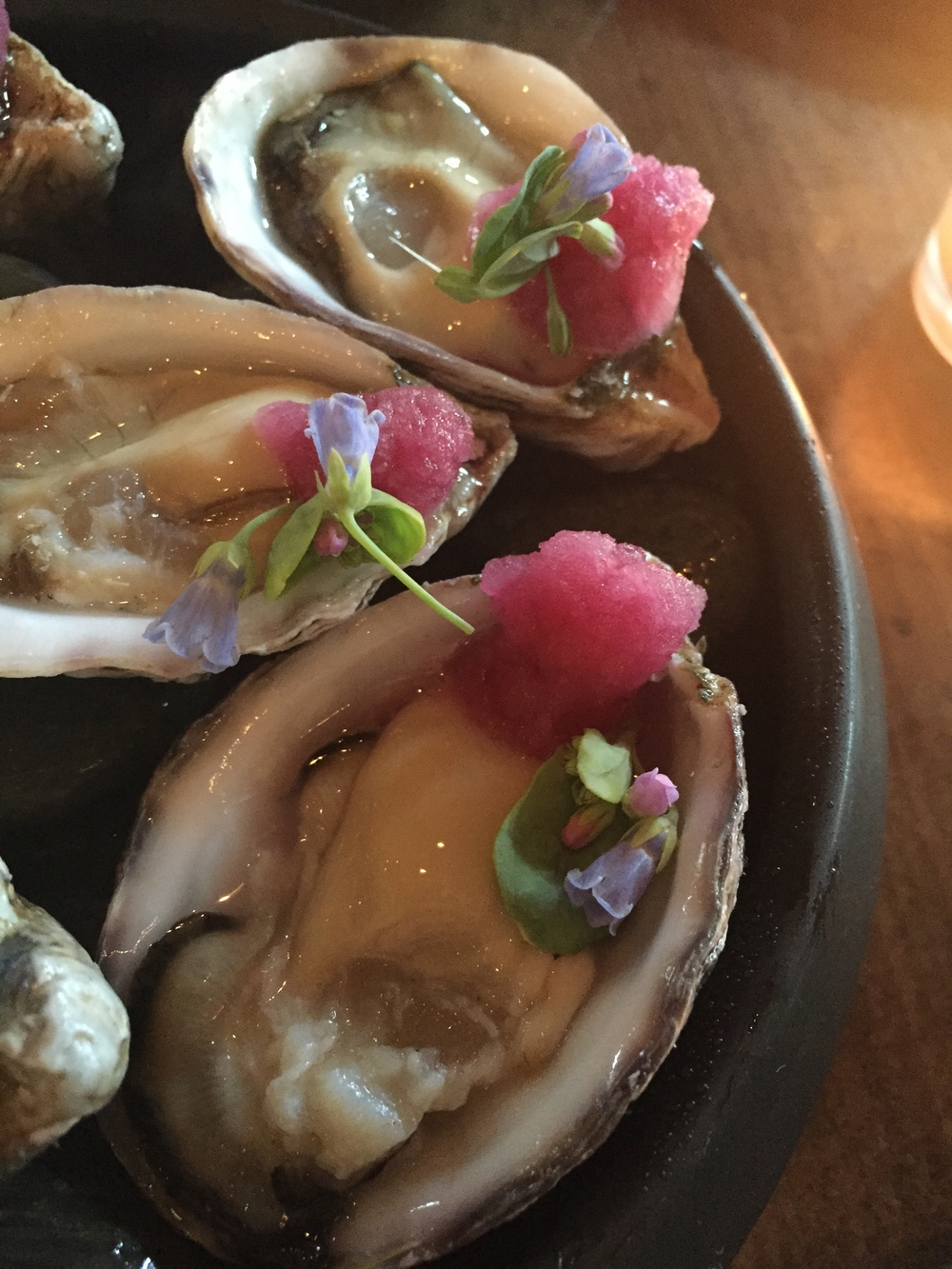 oysters , half dozen, mignonette ice