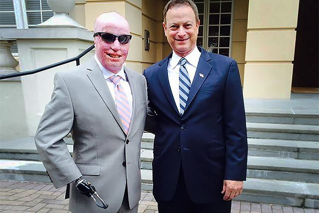 Michael Schlitz and veterans' advocate Gary Sinise. (Photo: Michael Schlitz/Facebook)